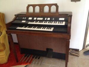 Hammond Dual Keyboard Organ (1968)