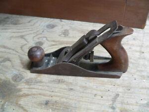 plusieurs outil antiques a différent prix