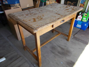 bureau ou table antique venant de France ,