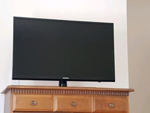 """32"""" Samsung LED TV with remote"""