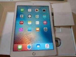 ALMOST NEVER USED Apple iPad Pro 9.7 32GB WIFI+4G SILVER Victoria Park Victoria Park Area Preview