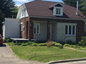 Maison à louer meublée, foyer, près de l'eau, 850$/mois