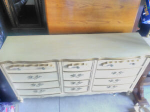 $200 Niagara area. Solid antiuqe/modern long dresser. Can Deliv.