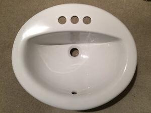 Deux lavabo de salle de bain (NEUFS) / Two bathroom sinks (NEW)