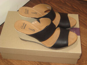 BRAND NEW BLACK LEATHER SHOES BY '' CLARKS '' FOR   SALE