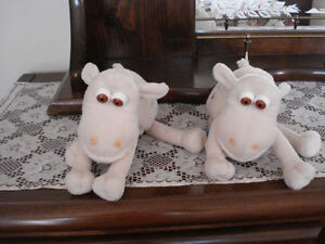 2 SERTA SHEEP - NEW CONDITION