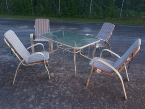 mobilier pour terrasse: set de table de patio+4 chaise+coussin