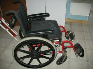 Chaise roulante pliante