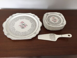Assiettes a Dessert ** Antique ** Dessert Plates