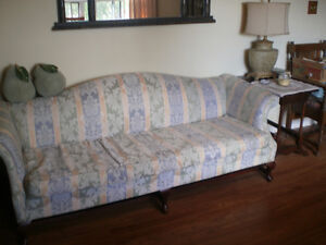 beautiful couch Kawartha Lakes Peterborough Area image 2