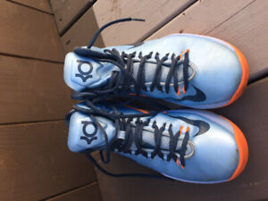 Basketball shoes $15 OBO Size 7