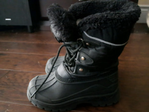 Mountain warehouse  boys winter boots size10