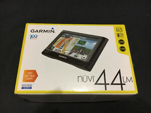 Garmin GPS, almost new, nuvi 44 lm, with stabilizing stand