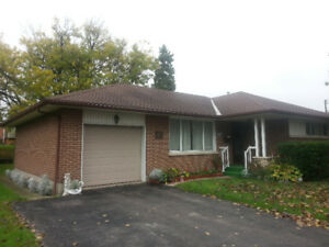 NEWLY RENOVATED! 2 BEDROOM BUNGALOW - CLOSE TO AMMENITIES!