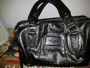 Sac main Guess plus portefeuille