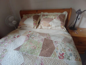 Elegant Queen size quilt and pillow shams- LIKE NEW