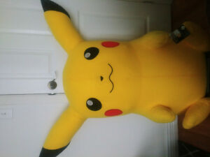 Peluche Géante Pikachu Pokémon / Large Pikachu Stuffed Plush Toy