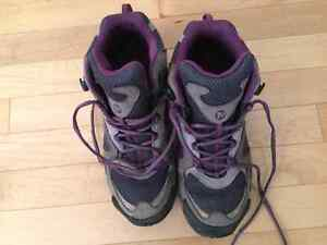 Women's Merrell Size 7 Hiking Boots