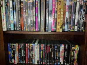 Ensemble de 119 DVD et 5 Box Sets. $15 pour 5 films, $10 par Box
