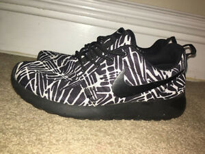 Black and white nike roshes Oakville / Halton Region Toronto (GTA) image 3