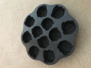 Williams Sonoma Rose Shaped Muffin Pan