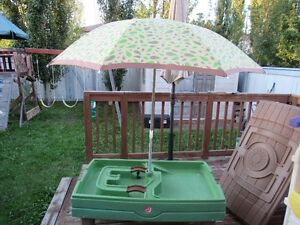 Step 2 Sand and Water Table with Umbrella and Cover
