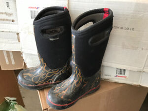 BOGGS boots size 11 Childs