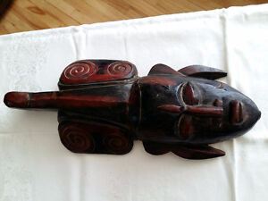 masque en bois indonésien