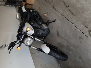 << Reduced Price>>-2014 Yamaha Bolt- Only 7000 kms with extras