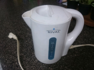 ELECTRIC KETTLE WITH AUTO-OFF SWITCH $5