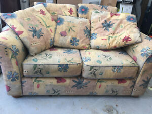 """Loveseat 64"""" x 40"""", floral pattern, great condition has pillows"""
