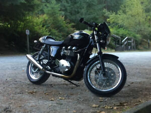 Triumph Thruxton 900 with Many Extras