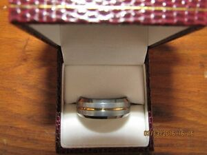 *Men's Tungsten Carbide Ring* Gold Center Inlay *VERY NICE* West Island Greater Montréal image 3