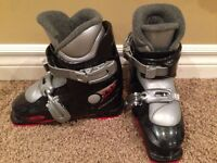 Kids skis boots