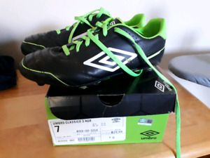 Umbro boys soccer cleats size 7