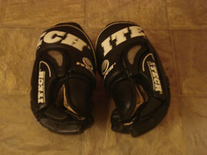 ITECH SR Pro 945 Hockey Gloves. $40