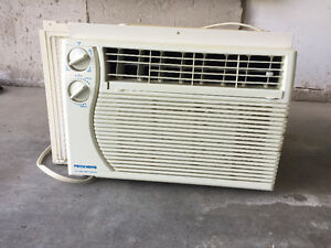 Air conditioner, fits in window