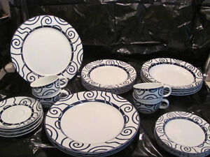 SPAL PORCELANAS Blue and White Espiral dish set