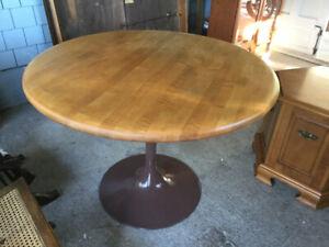 Circular Pine Dining Table on Pestal Leg