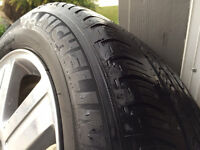 """Chrysler 300 Limited 2006 - 18"""" rims with tires"""