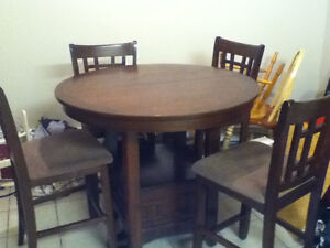Pub style table and chairs excellent condition!! Need gone today