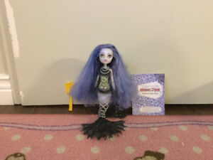 Sirena Von Boo monster high doll w/ brush and diary
