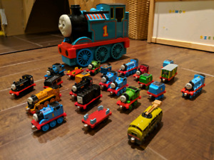 Thomas the Train - carrying case + trains lot