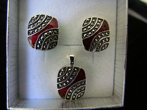 Earrings and Pendant in silver and red colour
