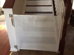 Baby Gate - Retractable Gate