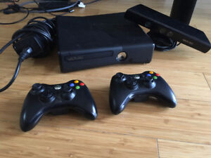 Xbox 360 console, 2 controllers, Kinect and 19 games!