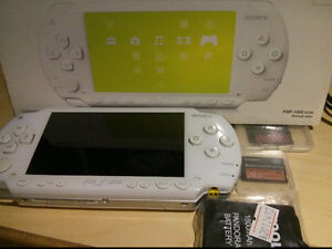 White PSP 1000 with 2x 16gb Sony Memory cards