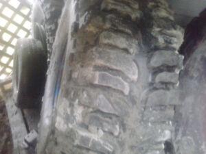 """2 Buggers 38.5"""" et 2 pneus et jantes de tracteur 38.5"""""""