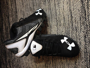 Junior/Youth size 5 baseball cleats