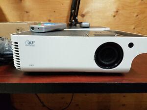 benQ Sp820 4000 lumen projector